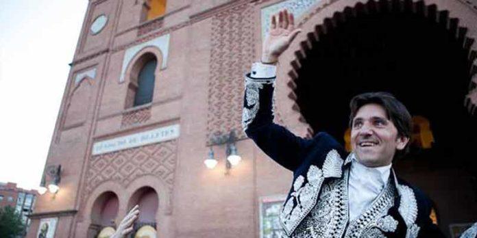 Ventura sale a hombros esta tarde de la plaza de Madrid. (FOTO: las-ventas.com)