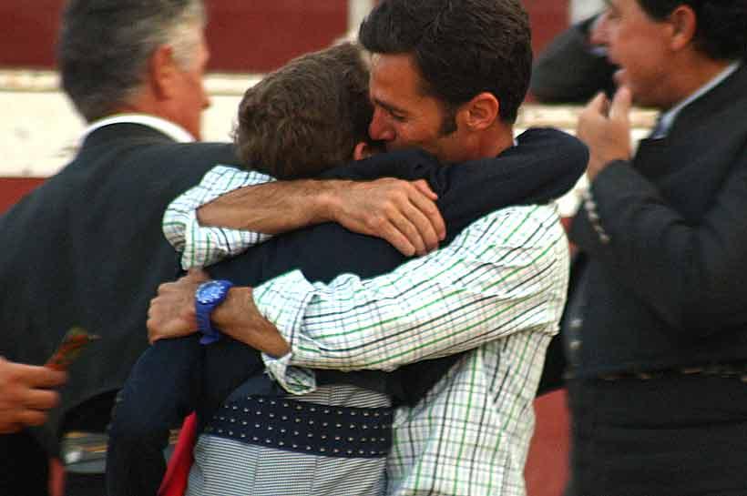 ...y el abrazo del padre.