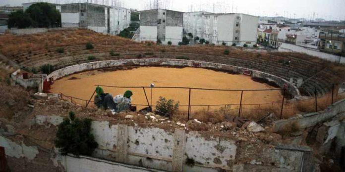 La especulación inmobiliaria se llevó por delante al viejo coso del Arrecife de Utrera. (FOTO: El Correo de Andalucía)