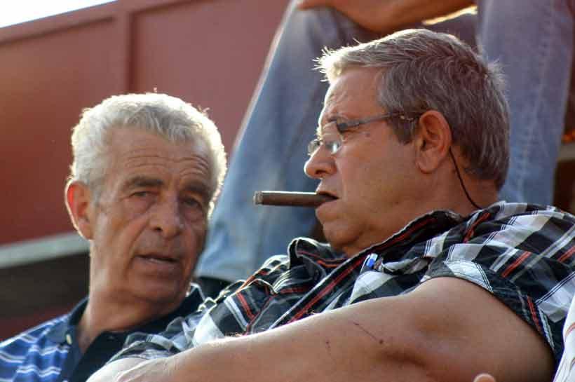 El banderillero Miguelete y el padre de Víctor Puerto.