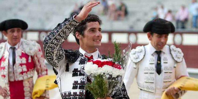 El novillero Mario Diéguez, en la vuelta al ruedo en el quinto. (FOTO: las-ventas.com)