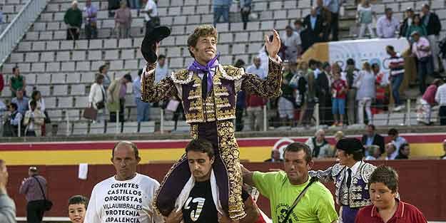 Manuel Escribano, a hombros esta tarde en Palencia.