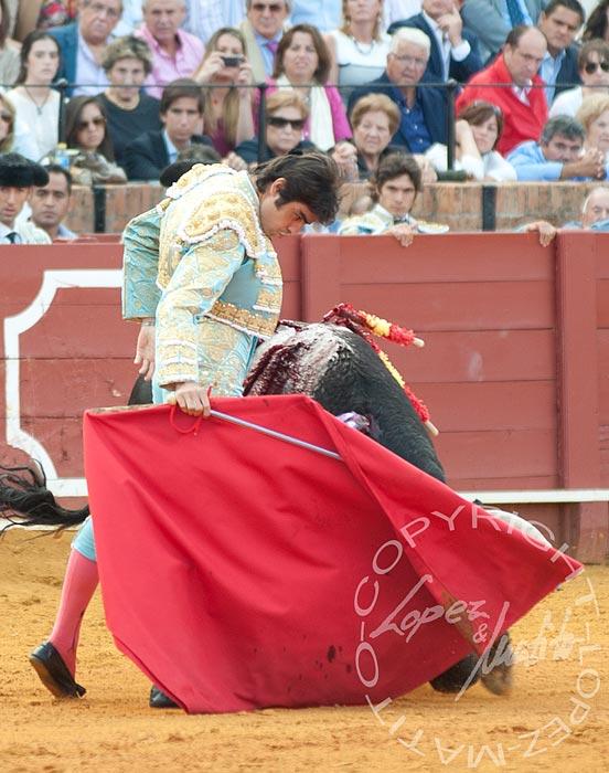Excelente tarde de Miguel Ángel Perera hoy en la Maestranza. (FOTO lopezmatito.com)