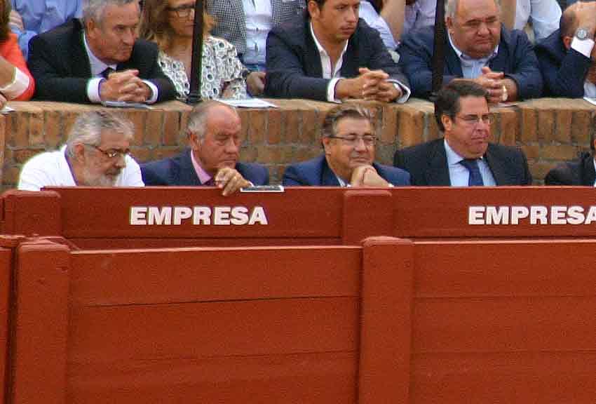 Los empresarios Eduardo Canorea y Ramón Valencia, el alcalde Juan Ignacio Zoido y el concejal de Fiestas, Gregorio Serrano.