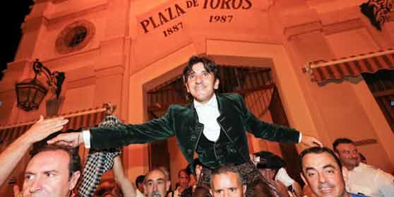 Diego Ventura saliendo a hombros en Murcia esta tarde.