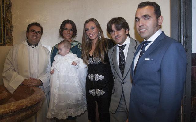 Padres y padrinos junto al pequeño Diego Ventura. FOTO: Toromedia