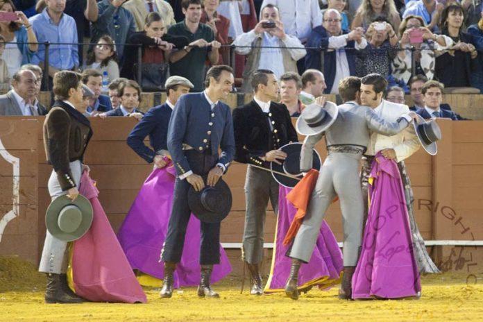 Los toreros participantes en el festival solidario de Sevilla el pasado 12 de octubre. (FOTO: lopezmatito.com)