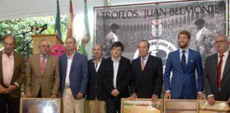 Todos los premiados por la nyeva Tertulia Taurina 'Juan Belmonte'. (FOTO: Eduardo Porcuna)