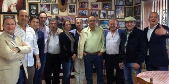 Algunos de los miembros de la sevillana Tertulia Taurina 'Juan Belmonte'.