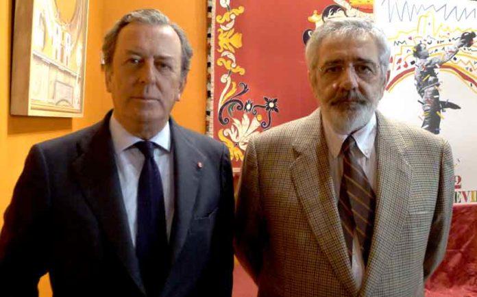 El teniente de hermano mayor de la Real Maestranza, Javier Benjumea, y el empresario de la plaza, Eduardo Canorea, responsables de la plaza de toros. (FOTO: Paco Díaz)