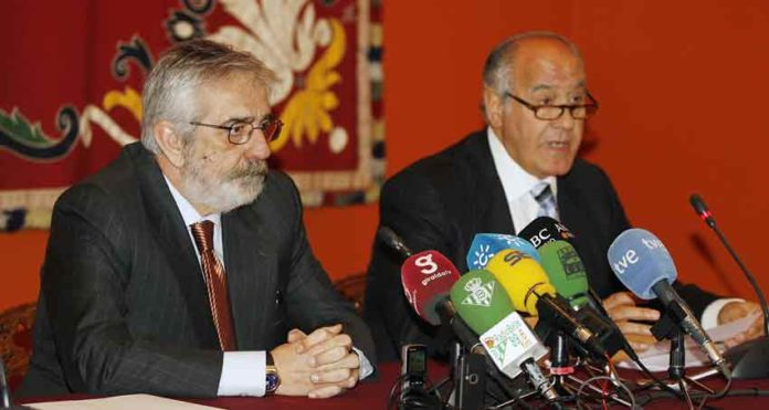 Los empresarios Eduardo Canorea y Ramón Valencia, en el momento más crítico de credibilidad de su gestión.