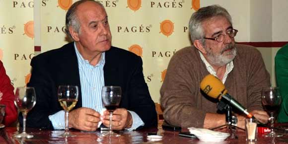Ramón Valencia y Eduardo Canorea, en la polémica comida informativa con parte de la prensa taurina de Sevilla. (FOTO: Arjona)