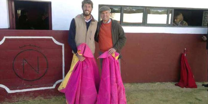Manuel Escribano y Espartaco, en el tentadero en la finca sevillana de Dolores Aguirre.