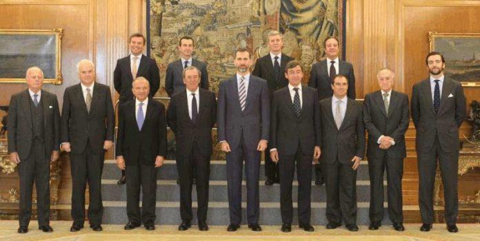 La actual Junta de Gobierno de la Real Maestranza de Caballería de Sevilla, en una audiencia con el Príncipe de Asturias.