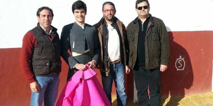 Enrique Peña, Pablo Aguado, Luisito y Francis Pérez, tras el acuerdo en la finca sevillana de Luis Algarra.