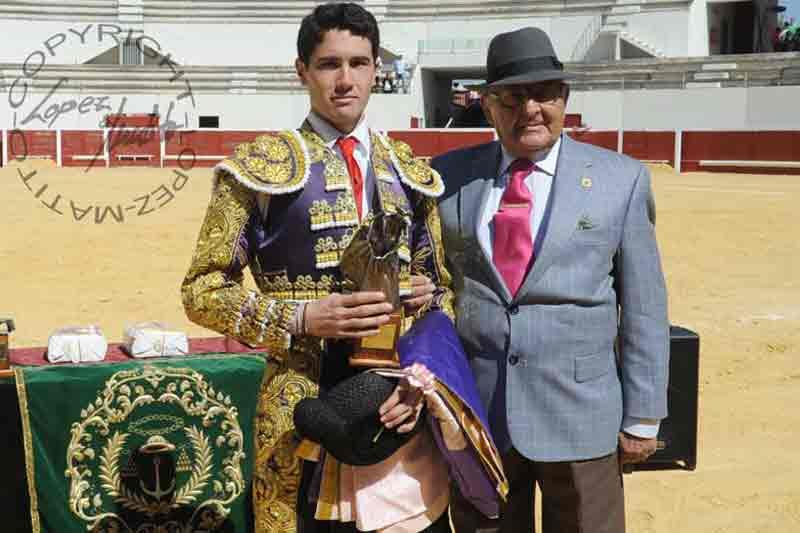Daniel Araujo, ganador del trofeo 'Mejor novillero'.
