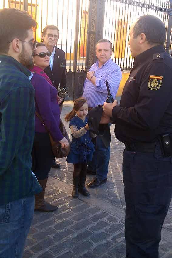 Como puede comprobarse, la manifestación era tan pacífica que había aficionados con sus hijos pequeños.