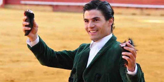 El sevillano Pablo Aguado ha triunfado esta tarde en la plaza de toros de Huelva. (FOTO: Xosé Andrés)