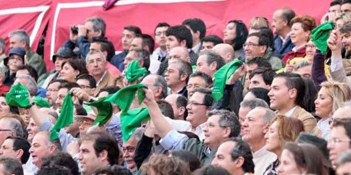 En algunas ocasiones, en la Maestranza ya se han podido ver algunas muestras de protestas. (FOTO: Paco Díaz)