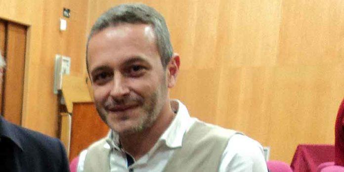Rafael Recio, alcalde del PSOE de Camas, rechaza la ausencia de Oliva Soto en la Feria de Abril y respalda las manifestaciones en la Maestranza de sus seguidores. (FOTO: Javier Martínez)