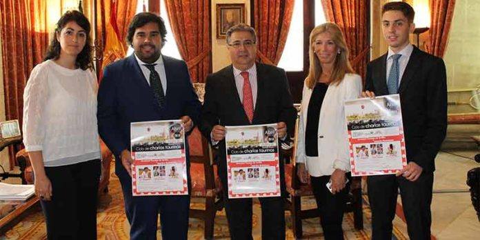 Acto de presentación de las jornadas, con la presencia del alcalde de Sevilla.