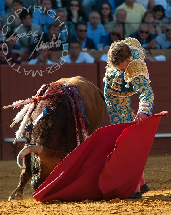 Excelente muetazo de Manuel Escribano. (FOTO: López-Matito)
