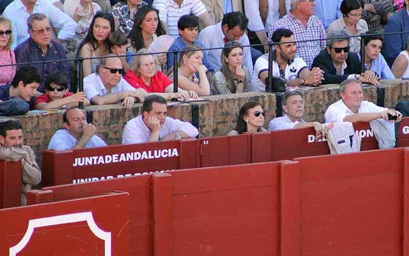 ...ni el de la Junta; ¿el delegado Javier Fernández hoy no trabaja?