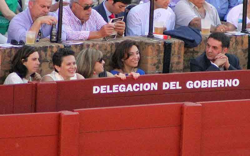 El delegado de la Junta, Javier Fernández, pasivo y toros gratis