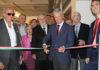 Espartaco corta la cinta de inauguración de la nueva sede del Club Taurino Italiano.