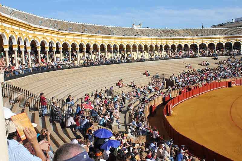 Los desaolados tendidos de sol; Sevilla en urgencias.