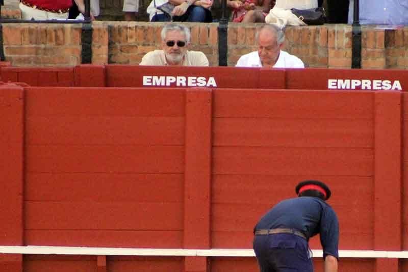 Ya para el segundo novillo le acompañó a Valencia su cuñado y socio, Eduardo Canorea.