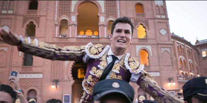 Daniel Luque, a hombros esta tarde en Madrid. (FOTO: las-ventas.com)