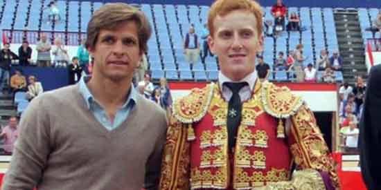 El Juli y Jesús Bayort, al término de la final en Bilbao.