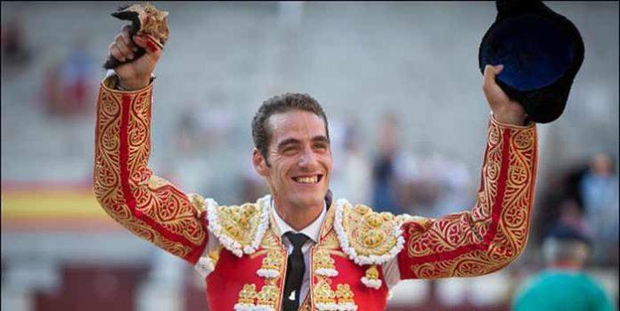 Pepe Moral, con la oreja ganada hoy en la plaza de Madrid. (FOTO: las-ventas.com)