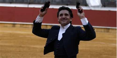 Diego Ventura, con su triunfo de hoy domingo en Priego de Córdoba. (FOTO: González Arjona)