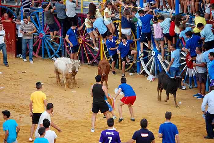 Jóvenes aficionados emulandoa los toreros.