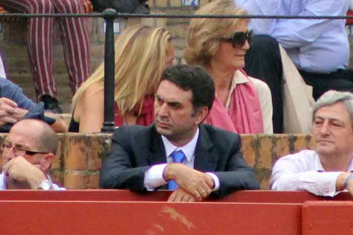 El burladero del delegado de la Junta, Javier Fernández, lleno...