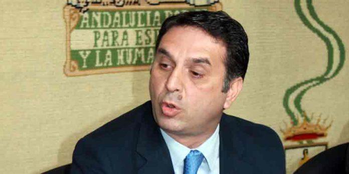 El delegado de la Junta de Andalucía, Javier Fernández, sigue sin explicar lo sucedido en Écija. (FOTO: Javier Martínez)
