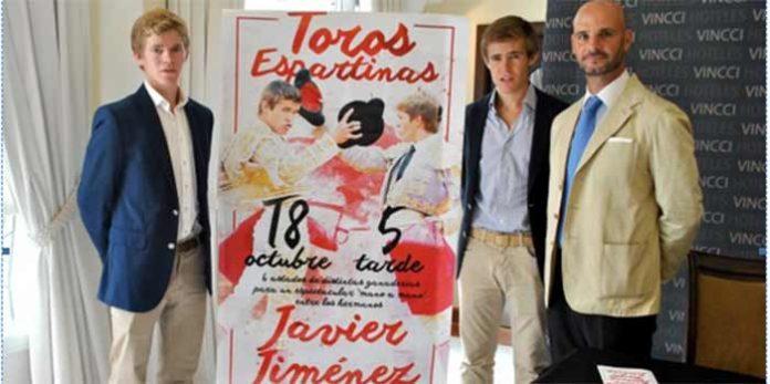 Borja y Javier Jiménez, junto al empresario José Luis Peralta en la presentación del cartel de Espartinas.