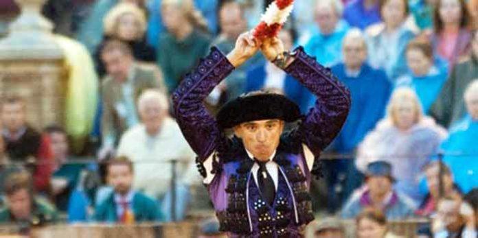El banderillero sevillano Curro Robles. (FOTO: lopezmatito.com)