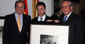 Los hermanos Antonio y Eduardo Miura, junto a Ponce, premiados por 'Carrusel Taurino'.