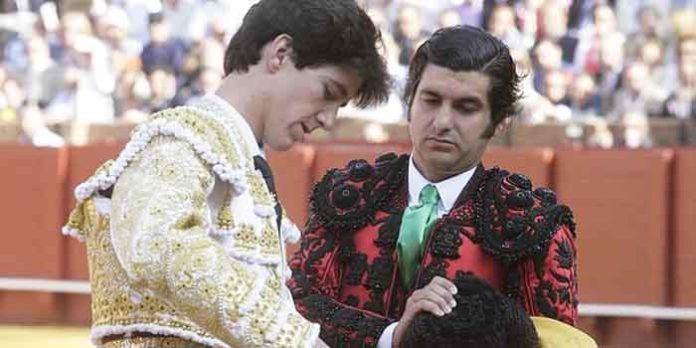 Esaú Fernández y Morante de la Puebla, el día de la alternativa en la Maestranza del torero de Camas.