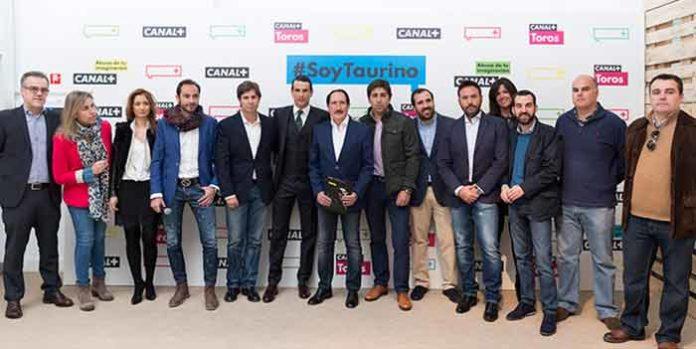 El equipo de 'Canal Plus Toros' junto a Manzanares en la presentación de la programación de retransmisiones 2015, que incluirá la Feria de Sevilla.