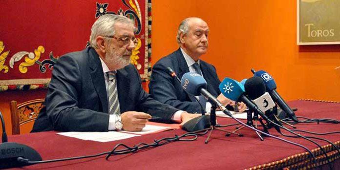 Eduardo Canorea y Ramón Valencia, en la presentación de los carteles de la temporada 2015. (FOTO: Toromedia)