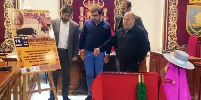 Presentación del cartel en el Ayuntamiento de Coria del Río.