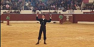 Daniel Luque, con las dos orejas en el festival celebrado hoy en Tobarra (Albacete).
