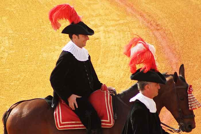 Manolo García sustituía hoy al habitual alguacilillo Javier Zulueta.