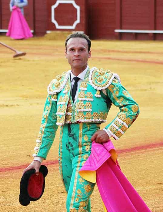 Antonio Ferrera, en la apateósica vuelta al ruedo en el cuarto tras firmar la faena candidata a la 'Mejor faena' de la Feria. (FOTO: Javier Martínez)