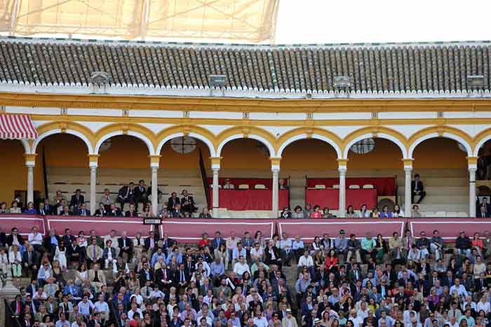 Lunes de Feria y los maestrantes aún sin ocupar su palco.
