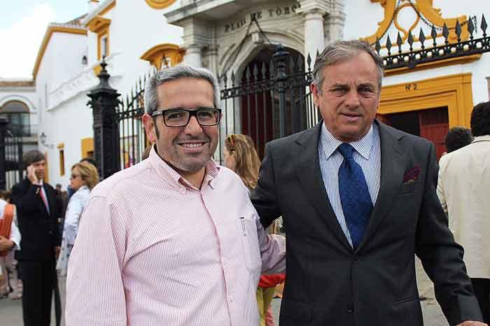 El fotógrafo taurino Iván 'Matito' y el ganadero José Murube.